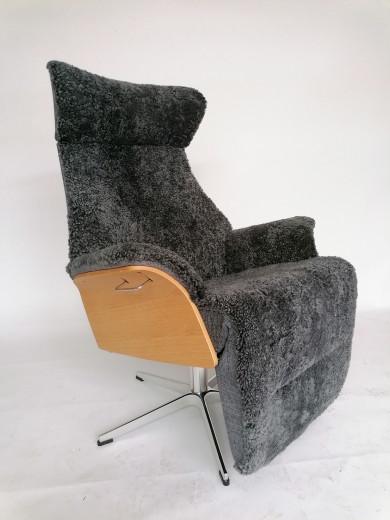 AIR XL Sessel m. Fußstütze, EI-Hell / Schaffell Charcoal