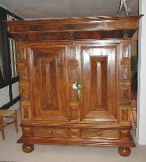 Barock - Kissenschrank um 1700